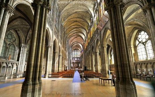 Внутри собора Сен-Дени