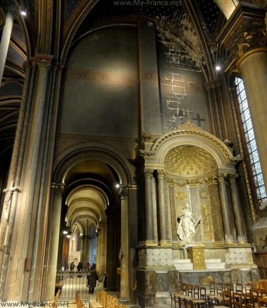 Внутри Церкви Сен-Жермен-де-Пре