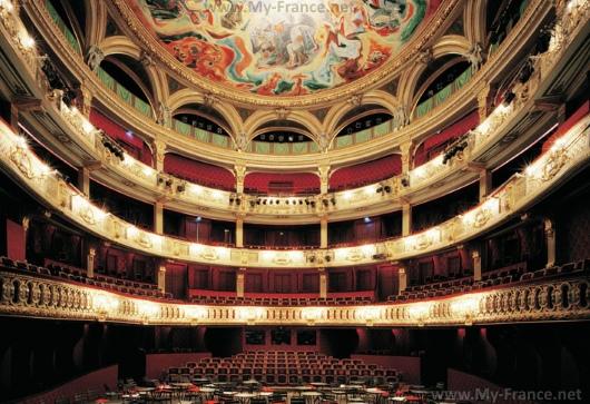 Зрительный зал театра Одеон