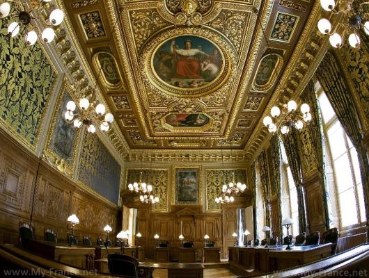 Внутри Дворца Правосудия в Париже