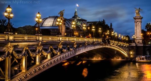 Мост Александра III ночью