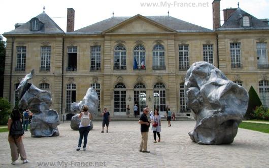 Внутри музей Родена