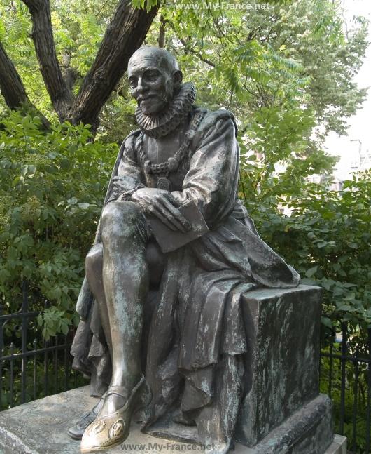 Cтатуя Мишеля де Монтеня
