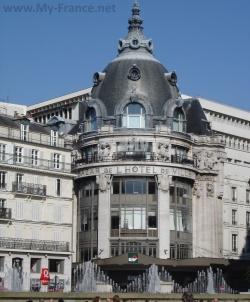 Bazar del' Hôtel de Ville в Париже
